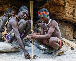 Auf Jagd mit den Hadzabe am Eyasisee in Tansania