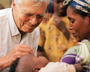 """Karlheinz Böhm – Von """"Wetten, dass ..?"""" zur Gründung einer Hilfsorganisation in Afrika"""