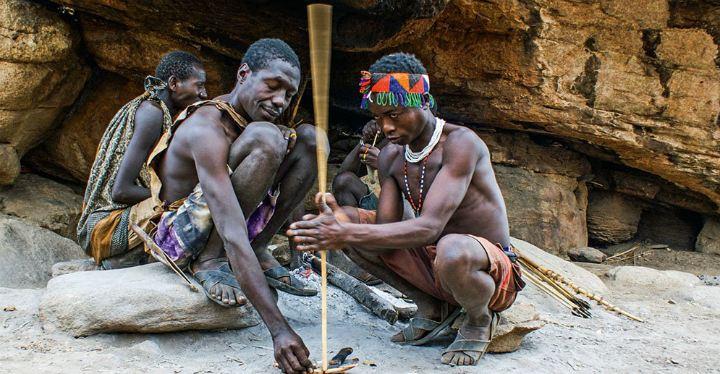 Männer des Hadzabe-Stamms aus Tansania - Iwanowskis Afrika-Blog
