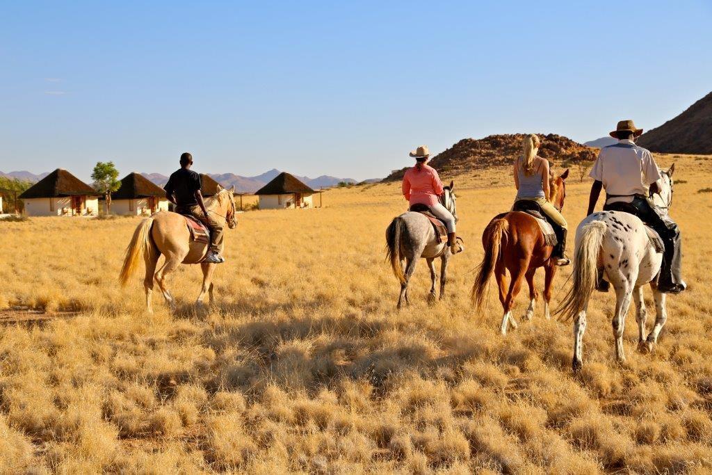 Beliebt bei den Besuchern: Pferdeausritte in die Namib-Wüste.