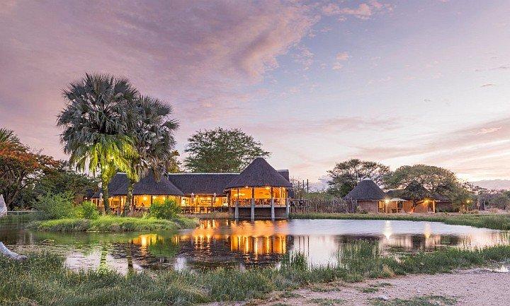 Onguma Bush Camp im Sonnenuntergang - Iwanowskis Afrika-Blog