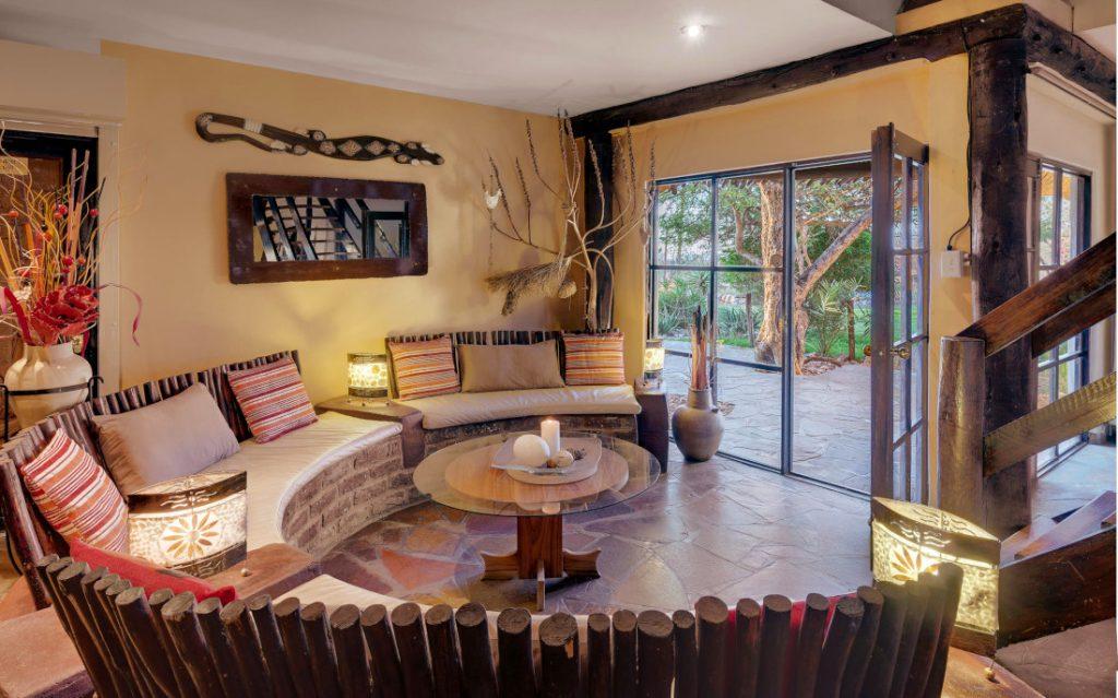 Namibia Windhoek Immanuel Wilderness Lodge Lounge Iwanwoskis Reisen - afrika.de