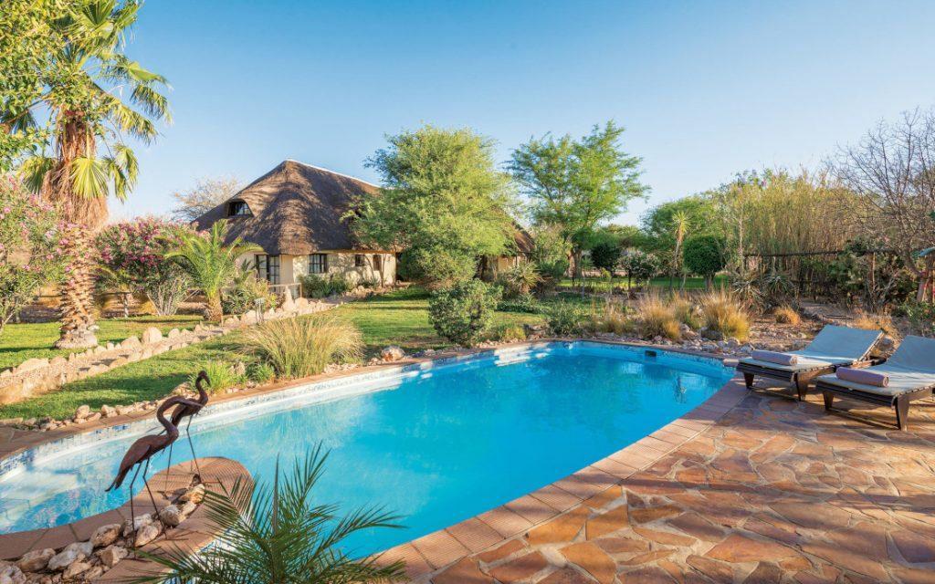 Namibia Windhoek Immanuel Wilderness Lodge Pool Iwanwoskis Reisen - afrika.de