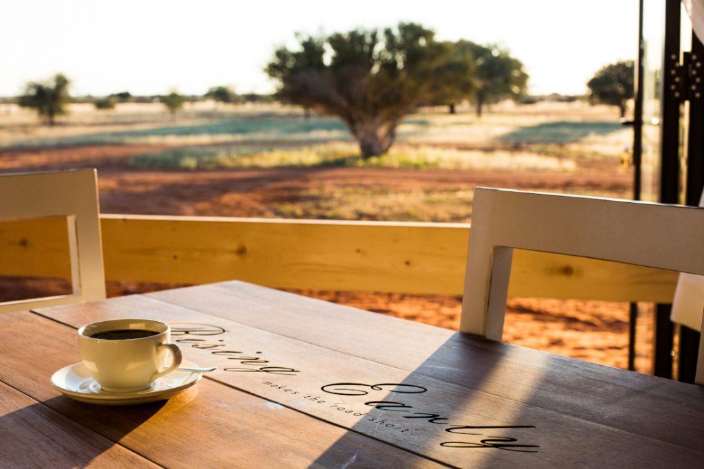 Namibia Kalahari Anib Lodge Restaurant Iwanowskis Reisen - afrika.de