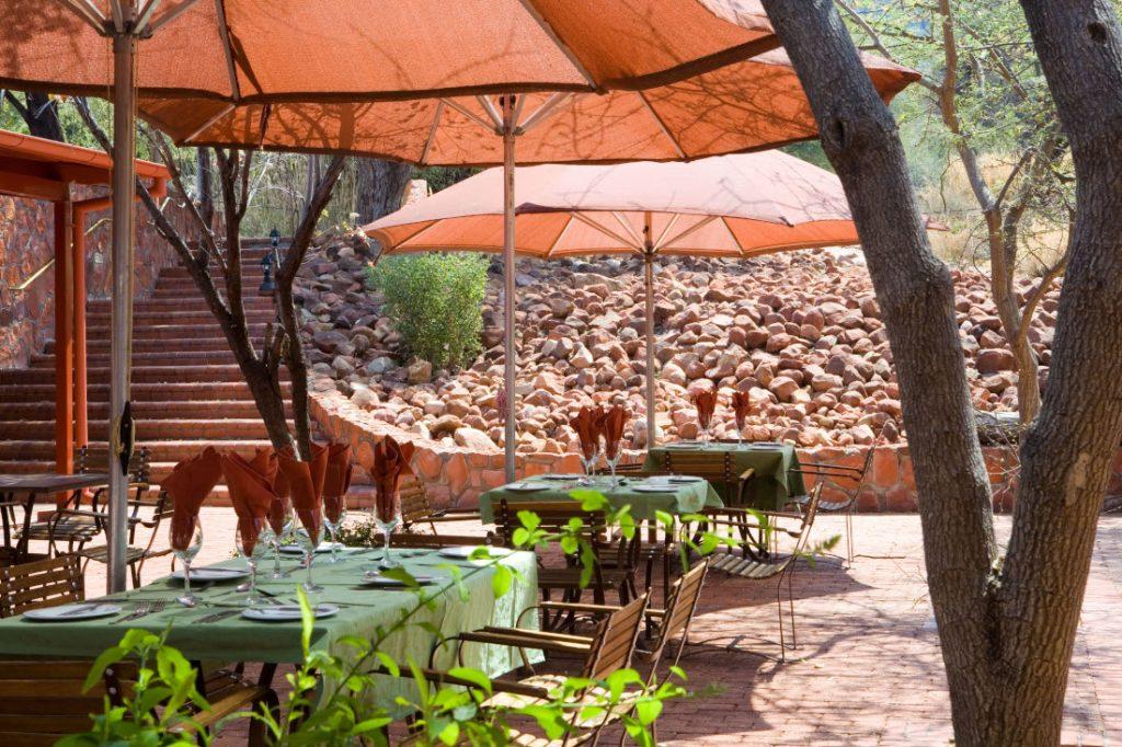 Namibia Waterberg Rest Camp Restaurant Terrasse Iwanowskis Reisen - afrika.de