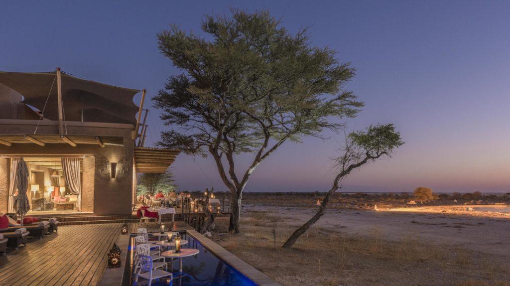 Namibia Etosha National Park Onguma The Fort Restaurant Terrasse Iwanowskis Reisen - afrika.de