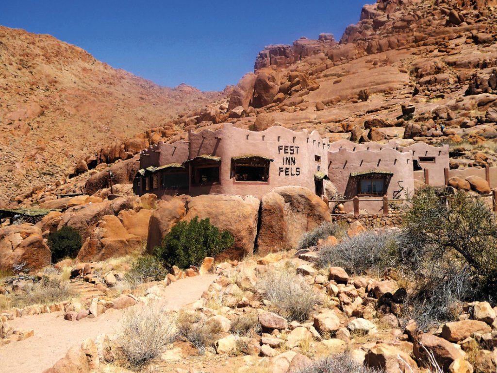 Namibia Tirasberge Ranch Koiimasis Fest Inn Fels Iwanowskis Reisen - afrika.de