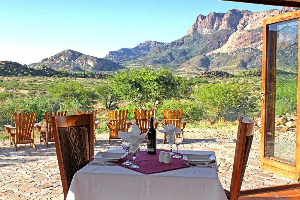 Namibia Erongo Hohenstein Lodge Terrasse Iwanowskis Reisen - afrika.de