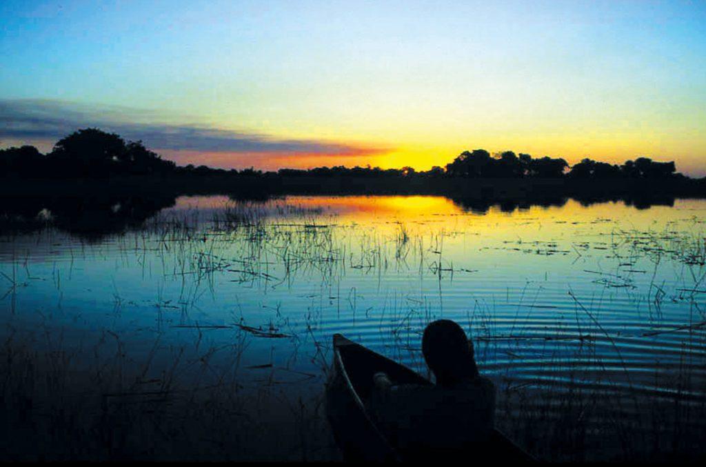 Botswana Bushways Camping Abendstimmung Okavango Delta Iwanowskis Reisen - afrika.de