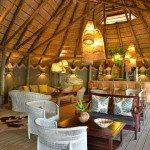 Botswana Chobe Bakwena Lodge Loungebereich Iwanowskis Reisen - afrika.de