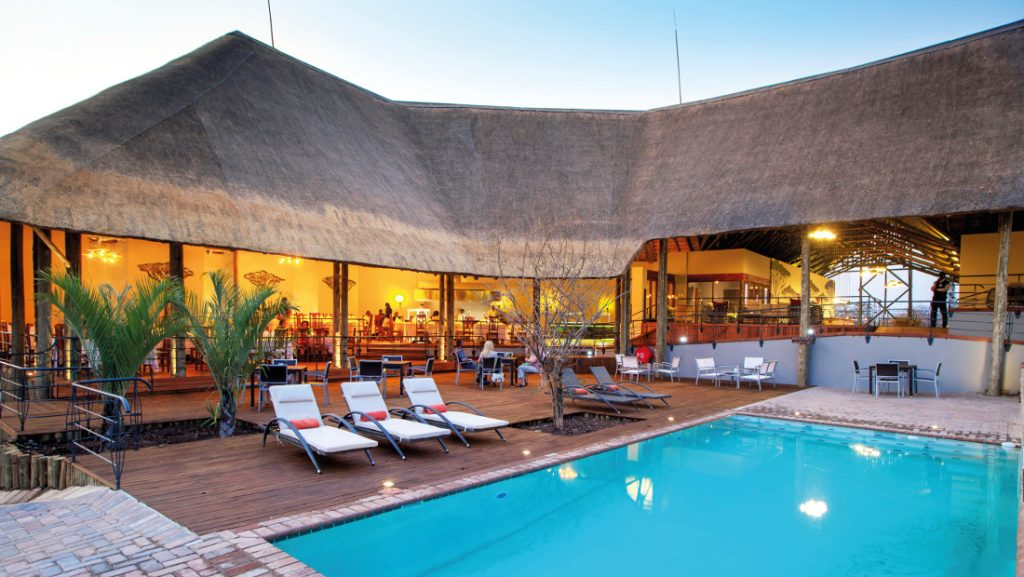 Botswana Chobe National Park Chobe Bush Lodge Pool Iwanowskis Reisen - afrika.de