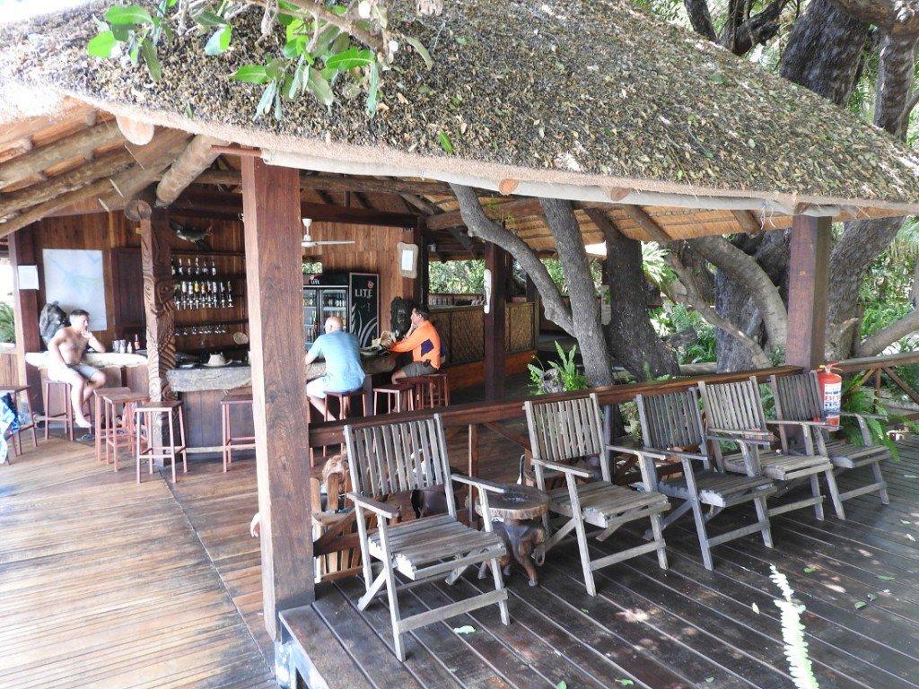 Botswana Okavango Delta Drotskys Cabins Bar Iwanowskis Reisen - afrika.de