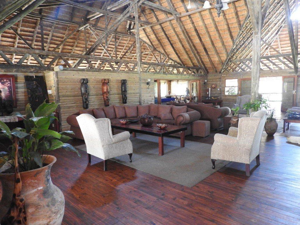 Botswana Okavango Delta Drotskys Cabins Lounge Iwanowskis Reisen - afrika.de