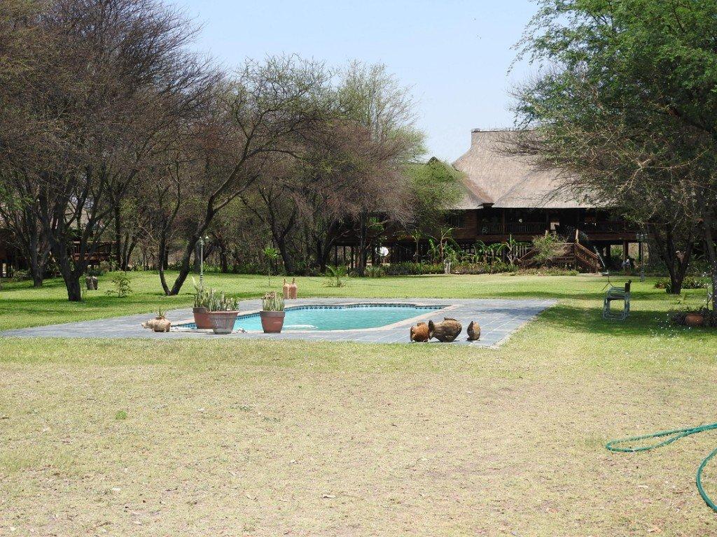 Botswana Okavango Delta Drotskys Cabins Pool Iwanowskis Reisen - afrika.de
