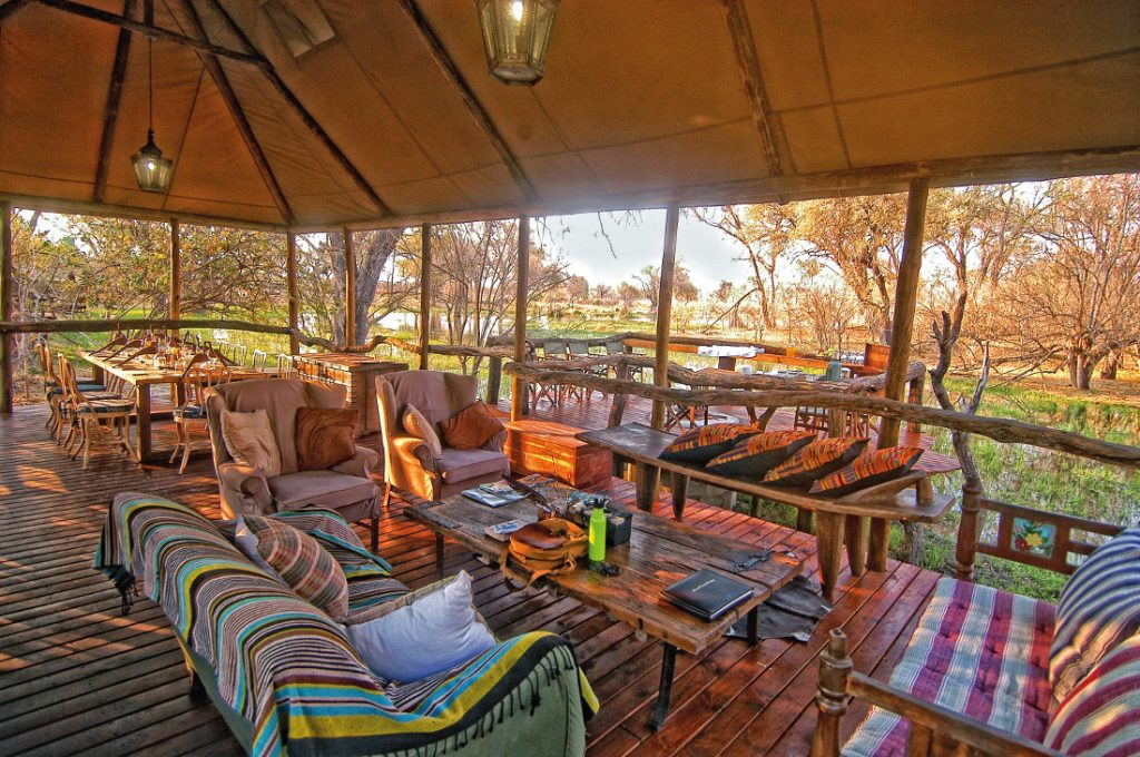 Botswana Khwai Tented Camp Terrasse Iwanowskis Reisen - afrika.de