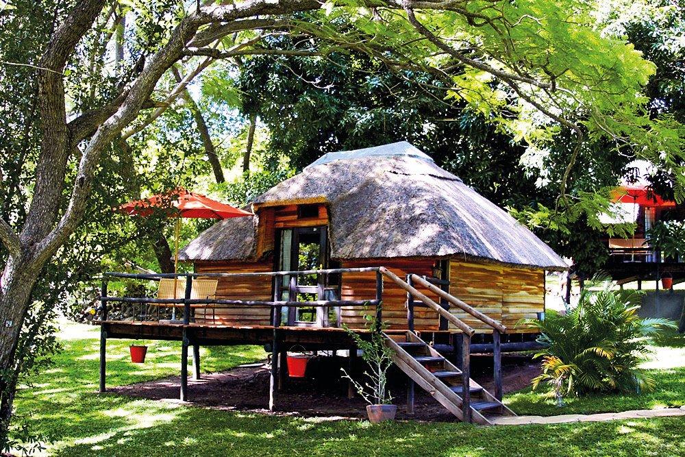 Botswana Kasane Chobe National Park Kubu Lodge Chalet Iwanowskis Reisen - afrika.de