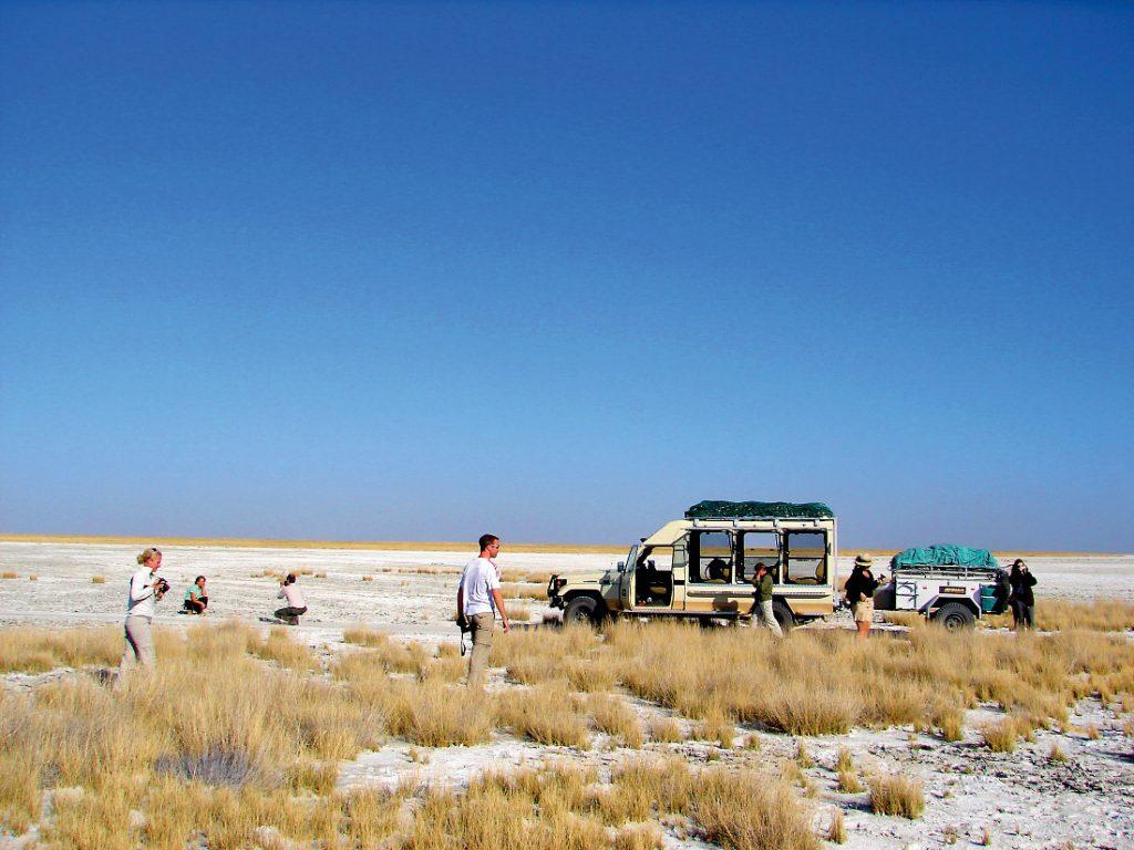 Botswana Makgadikgadi Pans Safarifahrzeug Iwanowskis Reisen - afrika.de
