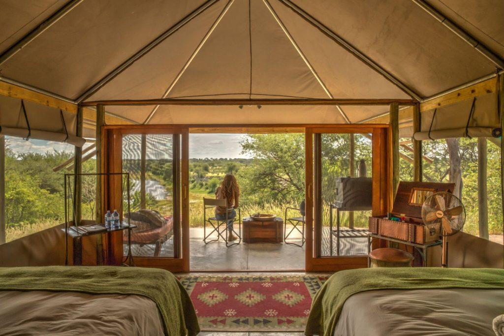 Botswana Makgadikgadi National Park Men A Kwena Safarizelt Iwanowskis Reisen - afrika.de