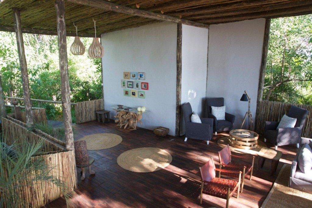 Botswana Okavango Delta Mopiri Tented Camp Lounge Iwanowskis Reisen - afrika.de