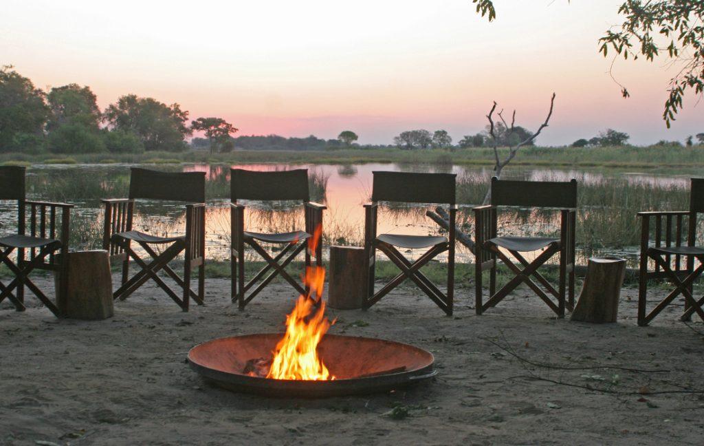 Botswana Okavango Delta Lagerfeuer Abendessen Iwanowskis Reisen - afrika.de