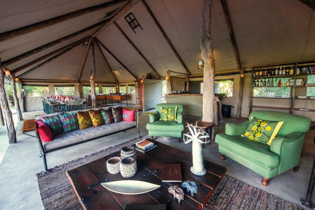 Botswana Moremi Game Reserve Sango Safari Camp Lounge Iwanowskis Reisen - afrika.de