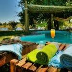 Botswana Maun Thamalakane River Lodge Pool Iwanowskis Reisen - afrika.de