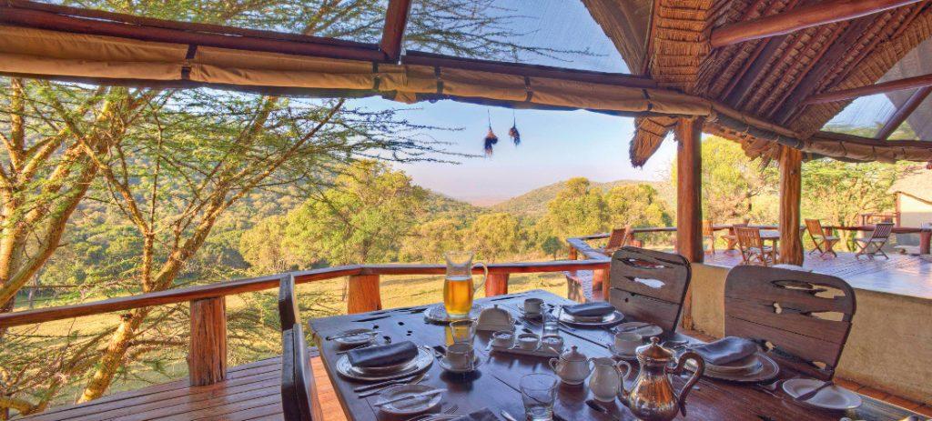 Kenia Masai Mara National Park Saruni Mara Lodge Terrasse Iwanowskis Reisen - afrika.de