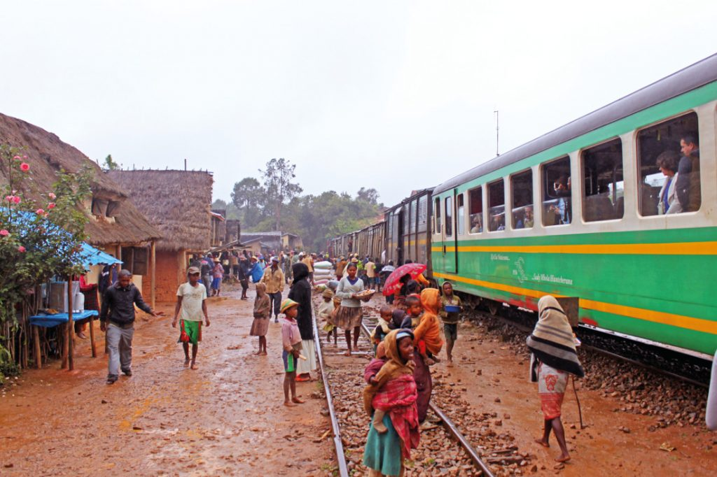 Madagaskar Rundreise Fahrt mit Dschungelexpress Iwanowskis - afrika.de