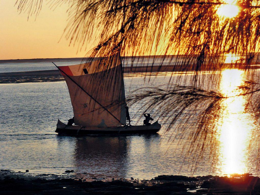 Madagaskar Piroge Iwanowskis Reisen - afrika.de