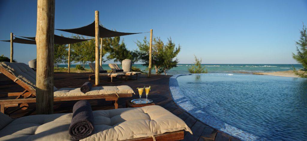 Mosambik Ilha de Mozambique Coral Lodge Pool Iwanowskis Reisen - afrika.de