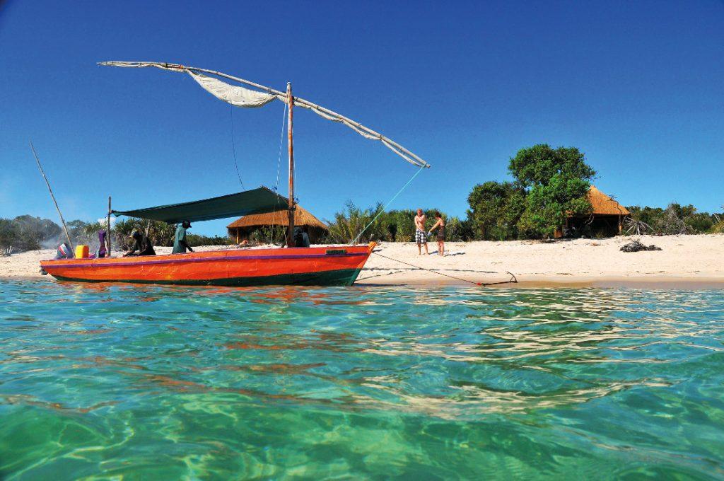 Mosambik typisches Segelboot Dhouw Iwanowskis Reisen - afrika.de