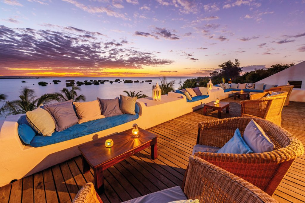 Mosambik Quirimbas Archipel Ibo Island Lodge Sonnenuntergang Terrasse Iwanowskis Reisen - afrika.de