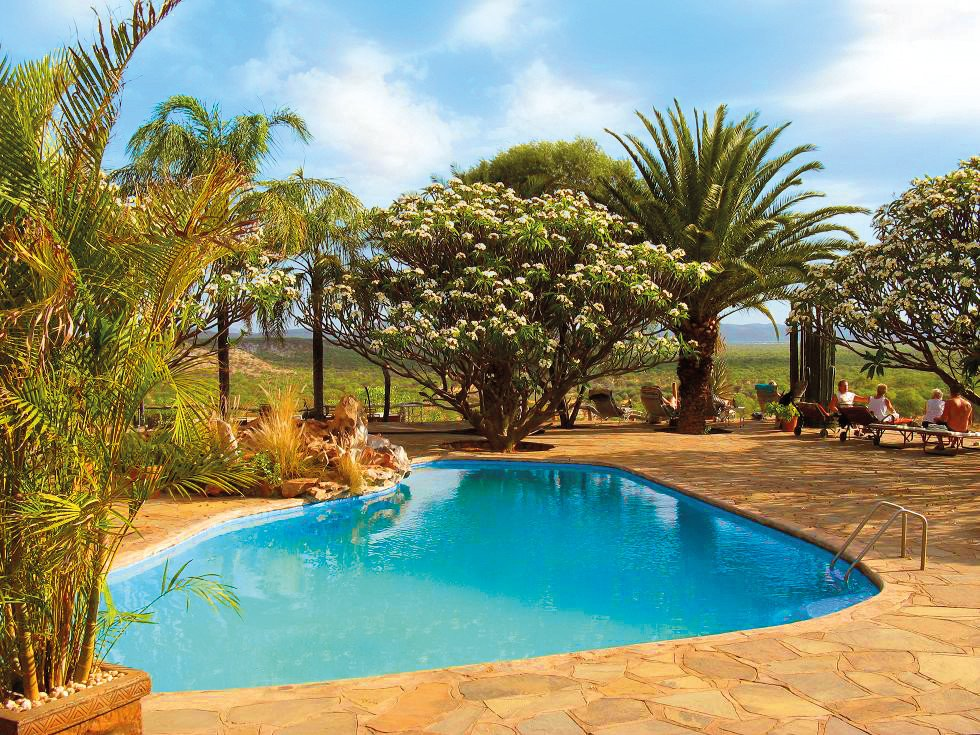 Namibia Khorixas Bambatsi Gästefarm Pool Iwanowskis Reisen - afrika.de