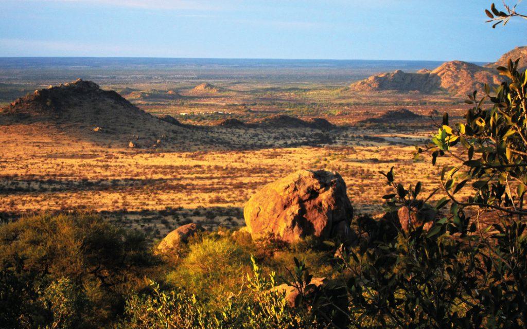 Namibia Erongo Gebirge Boulder Forest Small Miners Iwanowskis Reisen - afrika.de