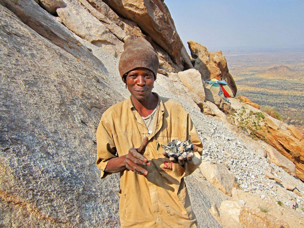 Namibia Erongo Gebirge Boulder Forest Small Miners Mineraliensucher Iwanowskis Reisen - afrika.de