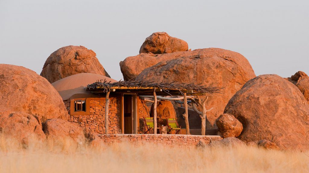 Namibia Twyfelfontein Camp Kipwe Bungalow Iwanowskis Reisen - afrika.de