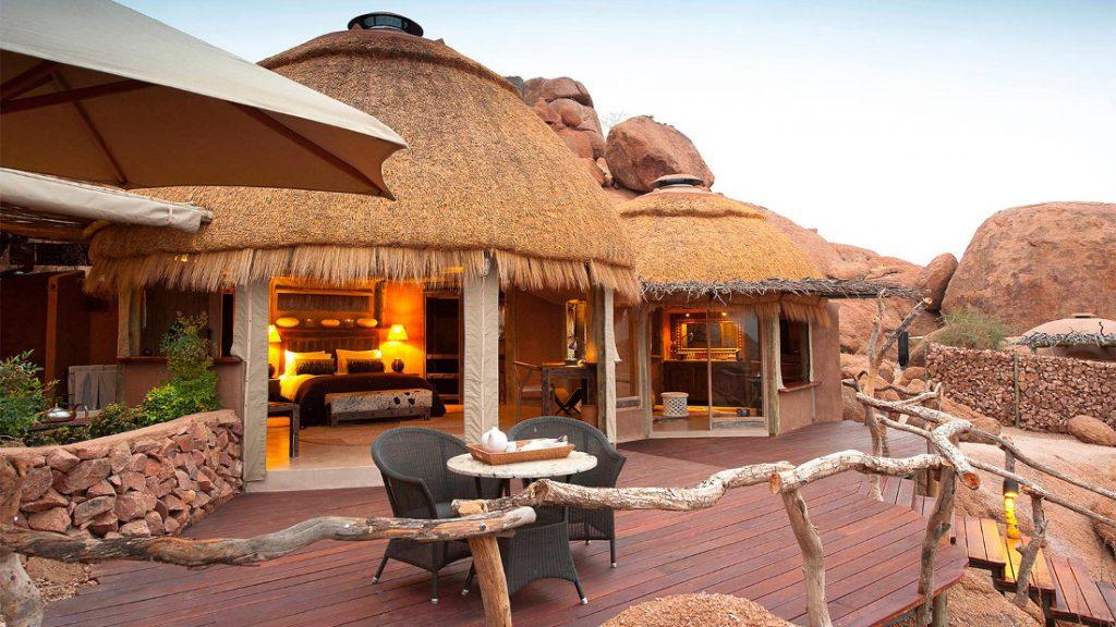 Namibia Twyfelfontein Camp Kipwe Unterkunft Terrasse Iwanowskis Reisen - afrika.de