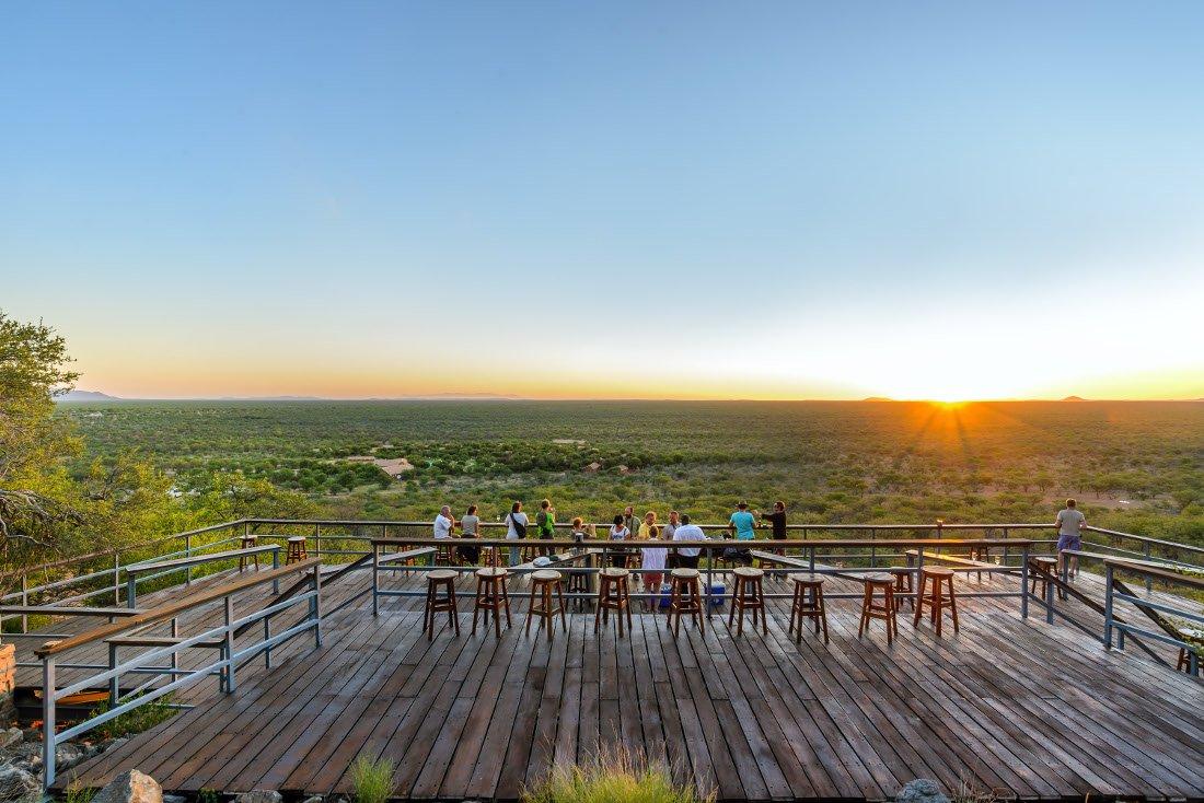 Namibia Khorixas Damara Mopane Lodge Sonnenuntergang Iwanowskis Reisen - afrika.de