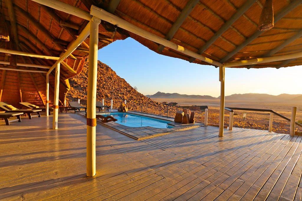 Namibia Namib Naukluft Park Desert Homestead Outpost Terrasse Pool Iwanowskis Reisen - afrika.de