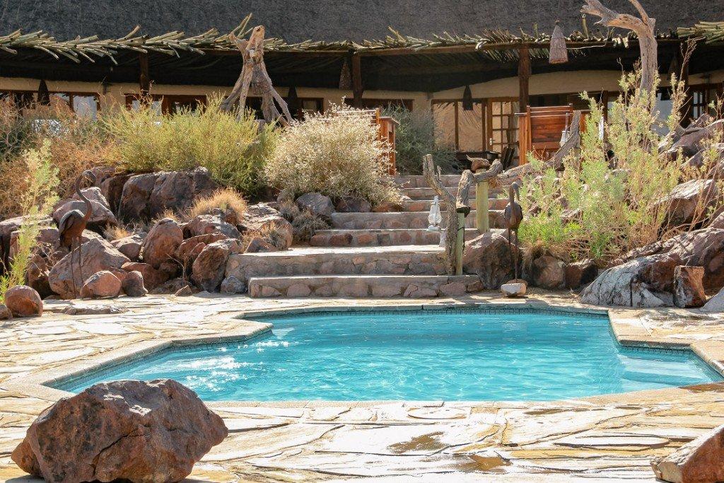 Namibia Desert Homestead Lodge Pool Iwanowskis Reisen - afrika.de