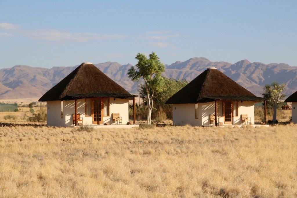 Namibia Desert Homestead Lodge Unterkunft Außenansicht Iwanowskis Reisen - afrika.de