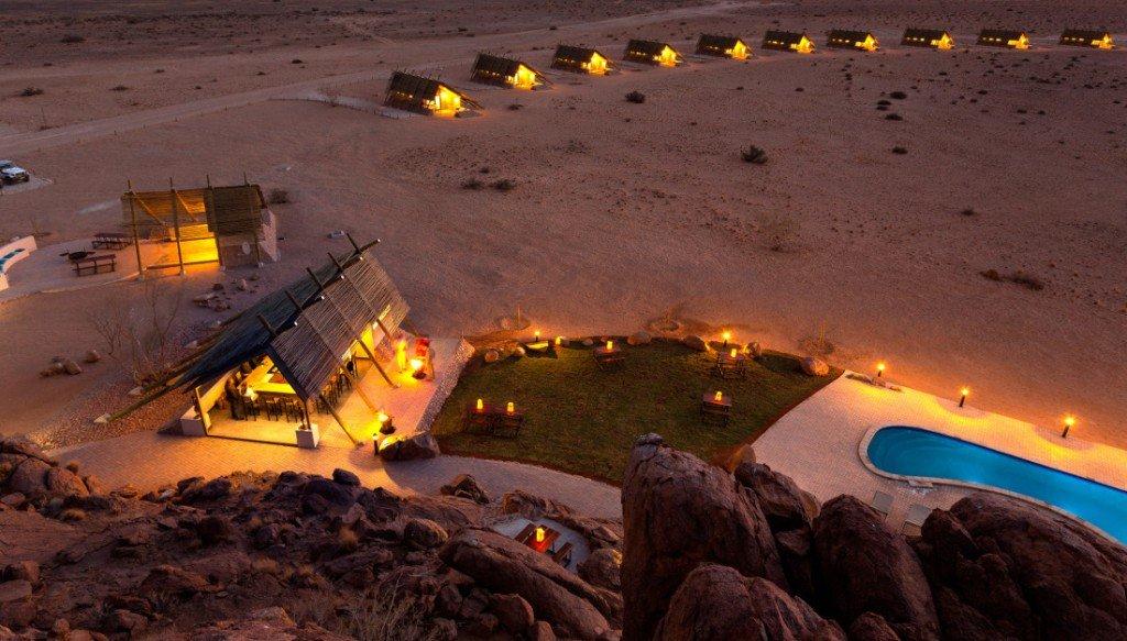 Namibia Sossusvlei Desert Quiver Camp Bar Iwanowskis Reisen - afrika.de