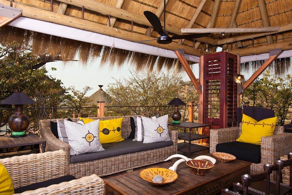 Namibia Etosha Nationalpark Dolomite Camp Lounge Iwanowskis Reisen - afrika.de