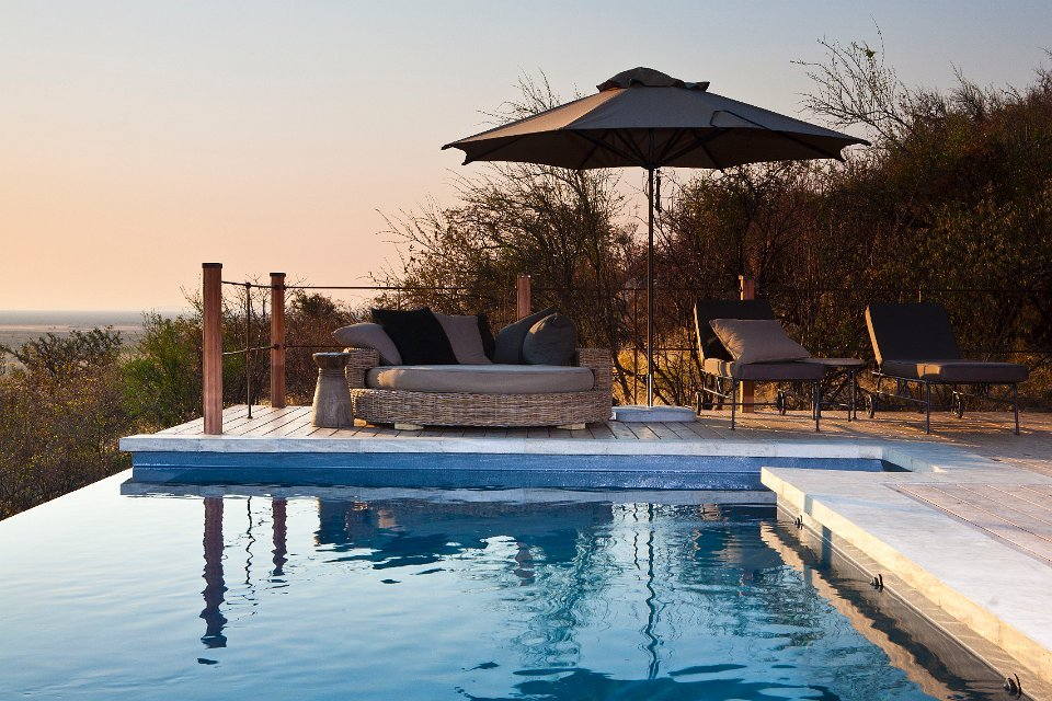 Namibia Etosha Nationalpark Dolomite Camp Swimming Pool Iwanowskis Reisen - afrika.de