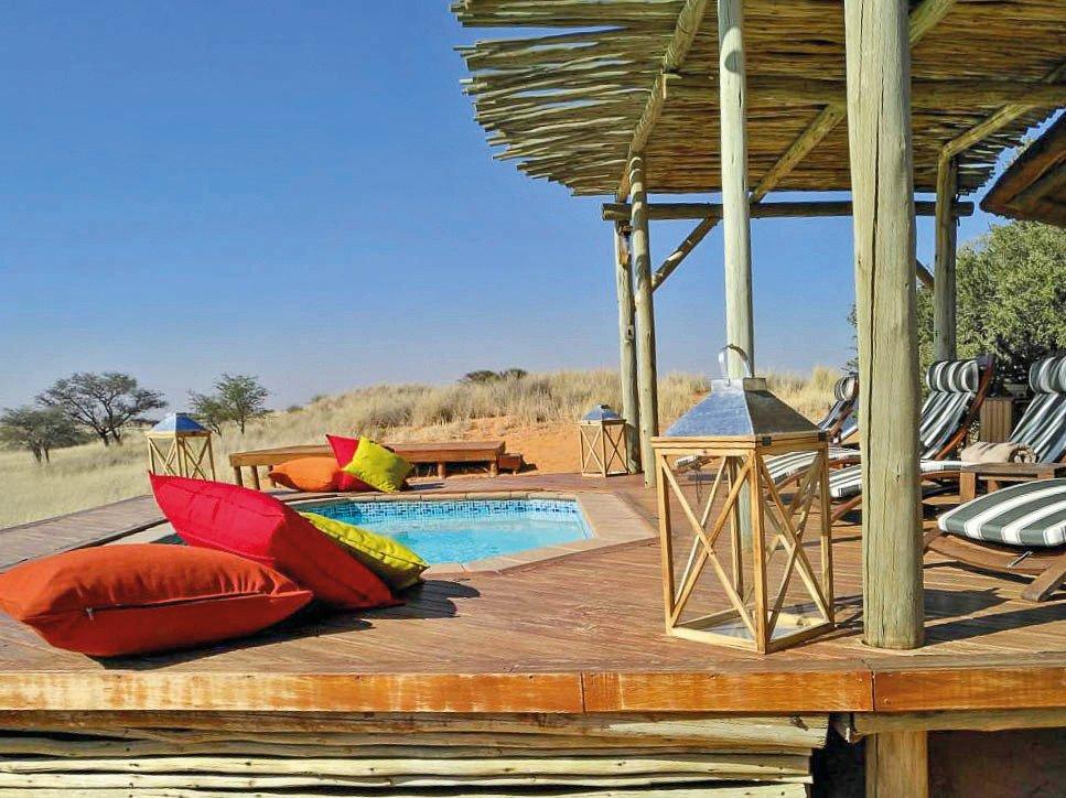 Namibia Trans Kalahari Walk Wanderung Dunes Camp Pool Iwanowskis Reisen - afrika.de