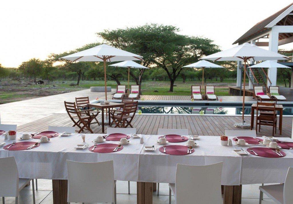 Namibia Norden Emanya@Etosha Lodge Restaurant Frühstück Iwanowskis Reisen - afrika.de