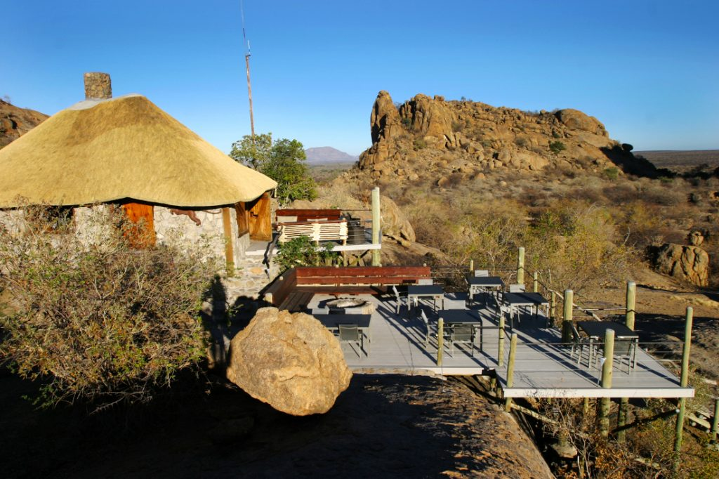 Namibia Omaruru Erongo Wilderness Lodge Restaurant Iwanowskis Reisen - afrika.de