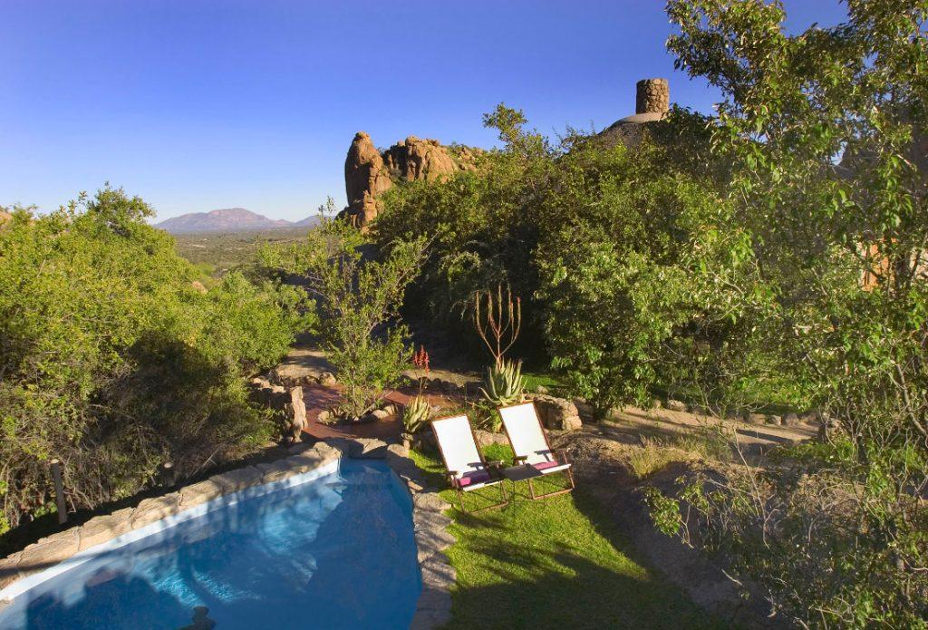 Namibia Omaruru Erongo Wilderness Lodge Pool Iwanowskis Reisen - afrika.de