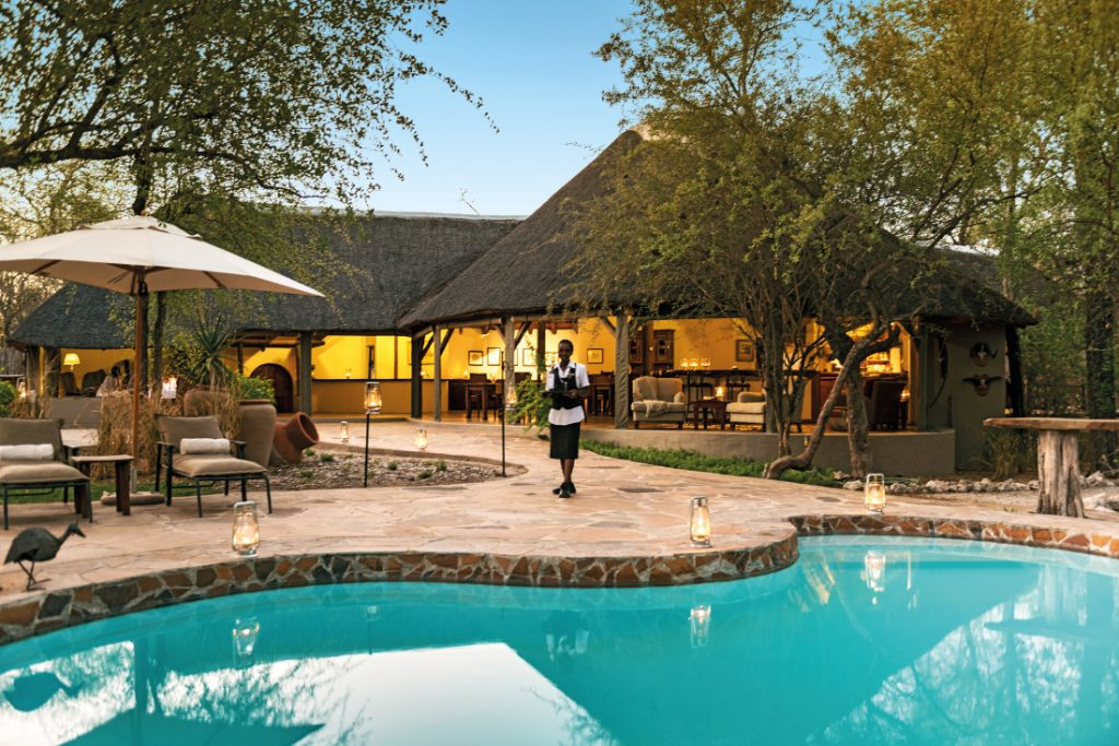 Namibia Etosha Nationalpark Aoba Lodge Pool Iwanowskis Reisen - afrika.de