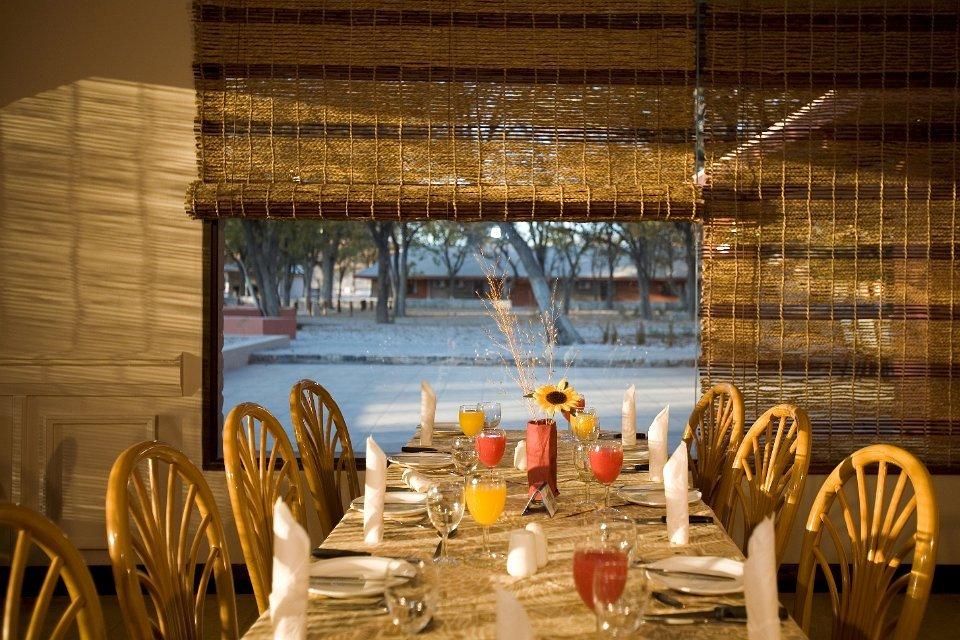 Namibia Etosha Nationalpark Halali Camp Restaurant Iwanowskis Reisen - afrika.de